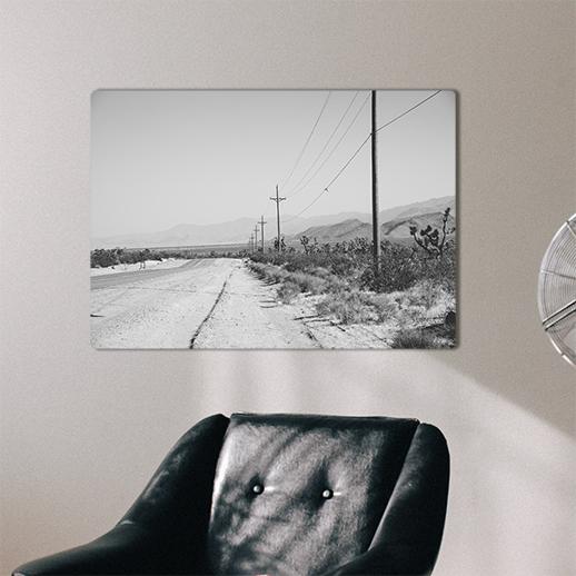 czarno-biały plakat retro na drewnie