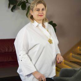 Biała koszula z szerokimi rękawami