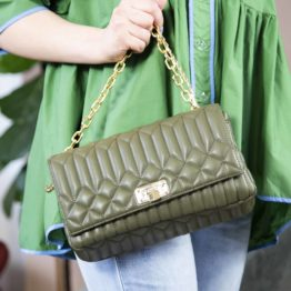 zielona torebka kuferek