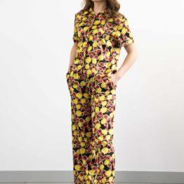 Satynowy komplet z szerokimi spodniami