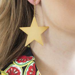 Duże złote kolczyki gwiazdy