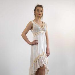 Kremowa sukienka z haftem