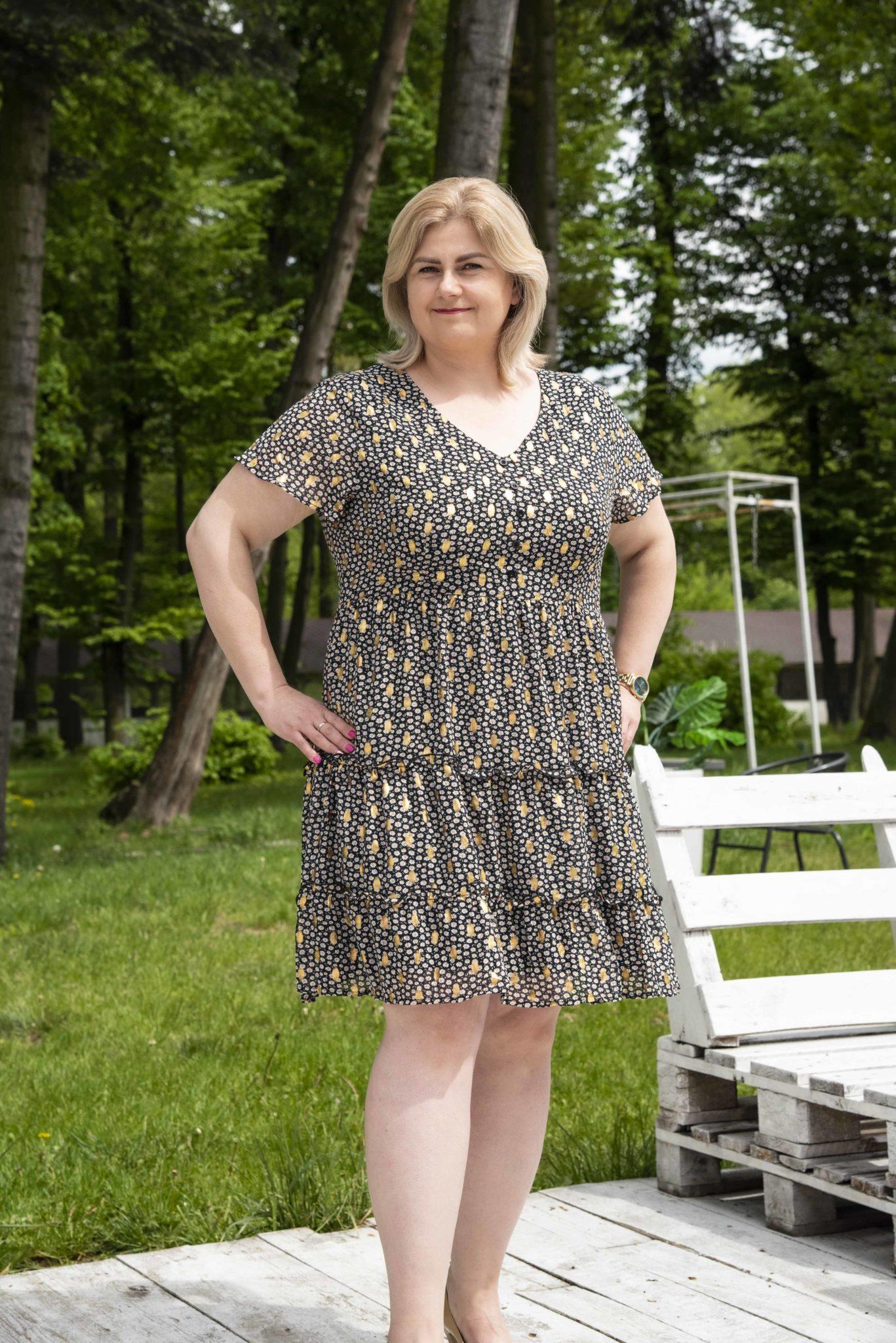 krótka sukienka plus size